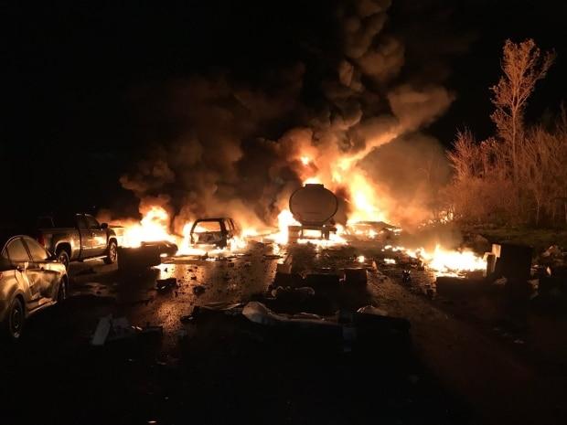 Choque múltiple de 14 vehículos al sur de Barrie  deja al menos 2 fatalidades