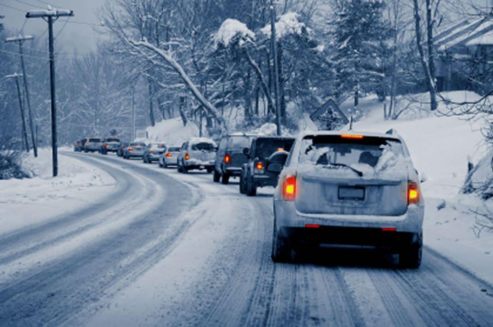 Policía de Toronto advierte a motoristas por llegada fulminante de clima invernal al GTA
