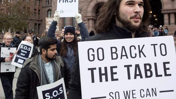 10 por ciento de estudiantes de Ontario recibirán reembolso por huelga
