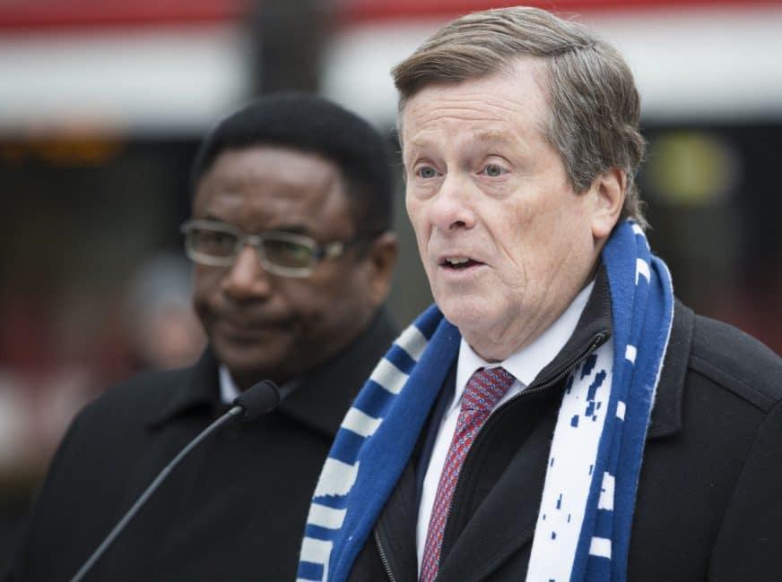 Alcalde de Toronto revela plan de 10 puntos para aliviar problemas en el TTC