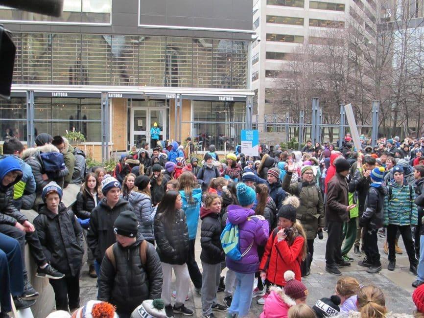 Estudiantes de Toronto marchan para llamar la atención sobre alza de menores sin casa