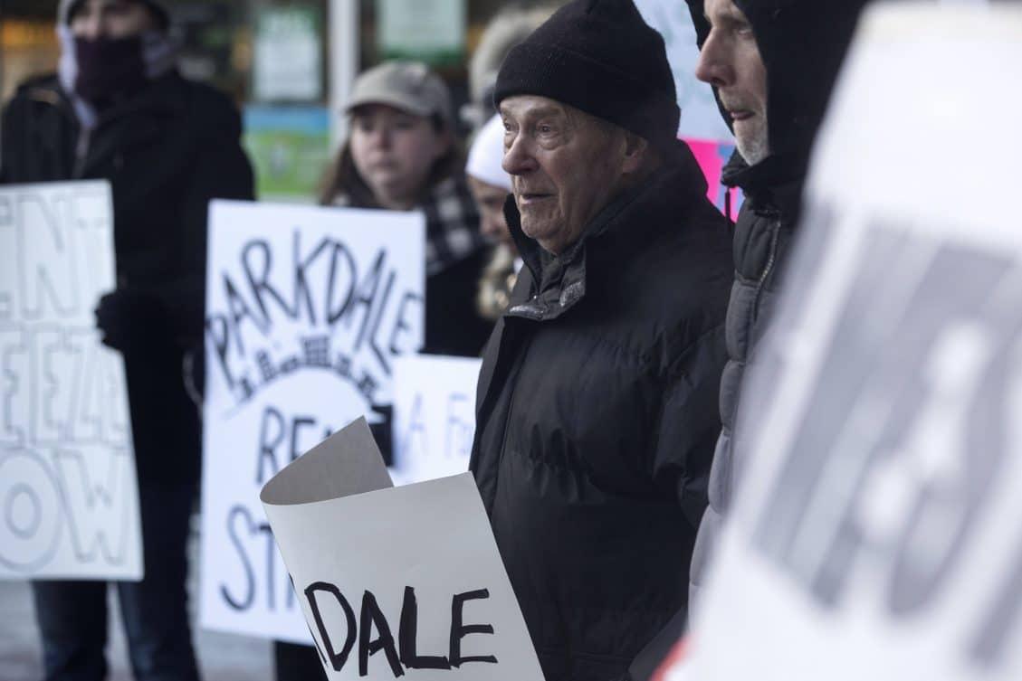 Tras logros de huelga de arrendatarios de Parkale, se abre debate de regulaciones en cobros de arriendos en Toronto