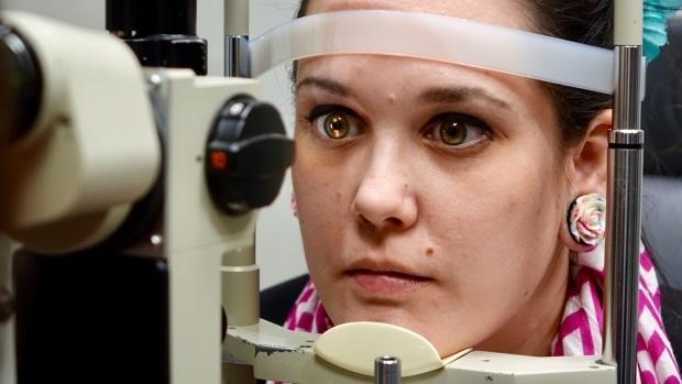 Mujer de Ontario quedaría invidente al no recibir apoyo del sistema de salud