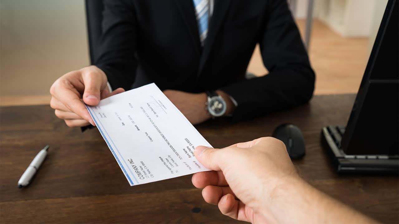 Igual paga por igual trabajo: nueva ley indica que empleados de tiempo completo deben recibir la misma paga horaria que los de