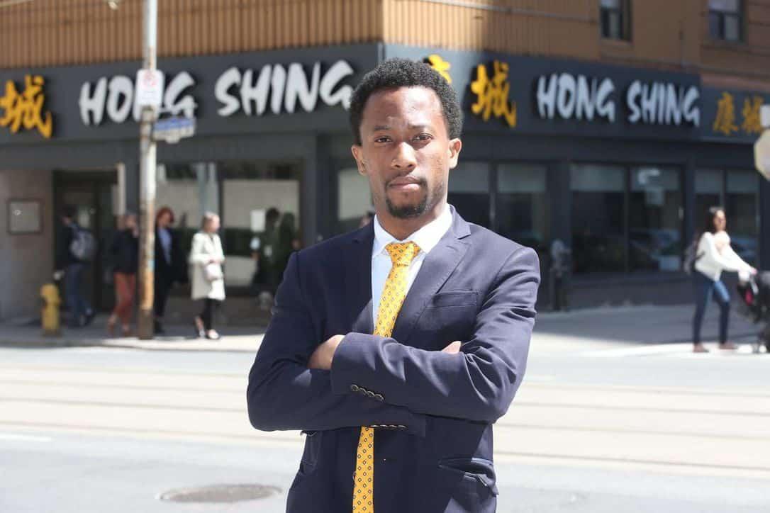 Restaurante de Toronto es obligado a pagar una multa de $10,000 por cobrar de manera anticipada a ciudadano afrodescendiente canadiense